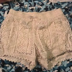 Kids beige/peachy lace shorts
